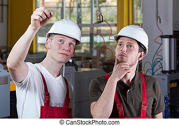 ingenieur, het tonen, fabriekshal, iets, gebied