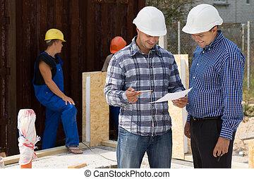ingenjör, och, arkitekt, diskutera, skrivbordsarbete