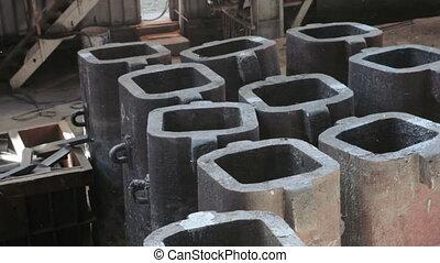 Ingot molds for steel casting - Metal dust of casting mold...