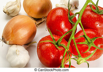 ingredients to make a delicious tomato sauce