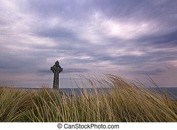 inisheer, cielo dramático, isla, cruz céltica