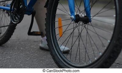 inizio, primo piano, bicicletta, strada, asfalto