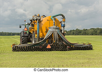 Injecting of liquid manure