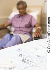 injektionssprøjter, på, en, tabel, hos, en, patient, ind, den, baggrund