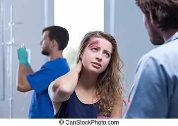 Injured woman talking with surgeon