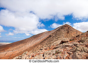 Inland Fuerteventura, Montana de Ecanfraga, top and the edge...