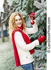 inred, kvinna, träd, jul, utanför