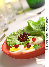 insalata, rotondo, uovo, piatto rosso, servito