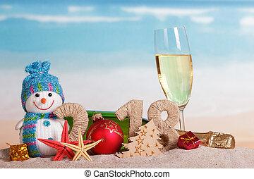 inscription, balle, etoile mer, bonhomme de neige, champagne, verre, sable, plage., dons, bouteille, année, nouveau, 2018, noël