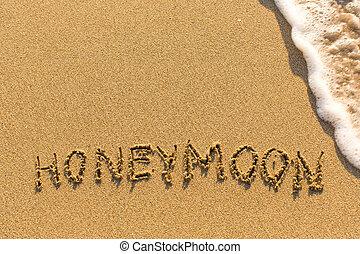 Inscription Honeymoon on the beach
