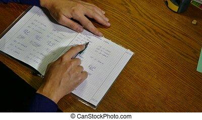 insegnante, matematica, assegni, loro, compito, in,...