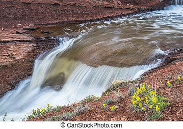 insenatura, con, cascate, a, colorado, foothills