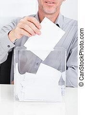 insertar, persona, urna electoral