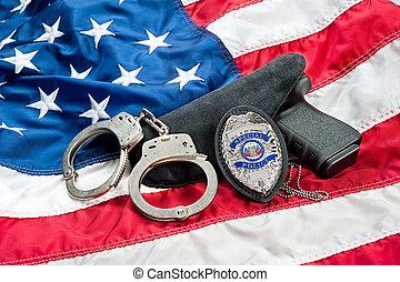 insignia de la policía, y, arma de fuego