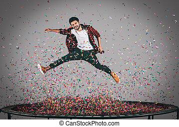 insouciant, fun., mid-air, coup, de, beau, jeune homme,...