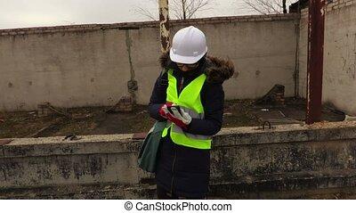 inspecteur, smartphone, images, prendre, construction, bâtiment, femme