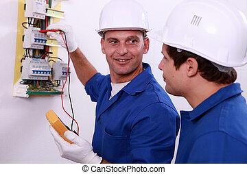 inspecteurs, boîte, central, vérifier, fusible, sécurité,...