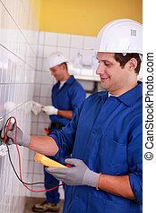 inspection, hommes, deux, alimentation énergie