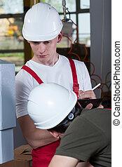 inspektor, kontrollieren, arbeiter, an, fabrik