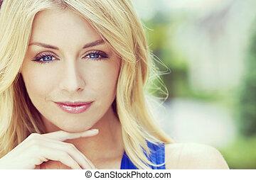 instagram, estilo, retrato, de, loura, mulher, com, olhos azuis