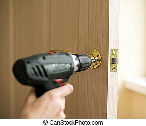 instalación, cerradura de la puerta