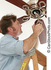 instalación, electricista, ventilador del techo