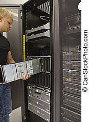 Install Blade Server - It engineer / consultant install /...