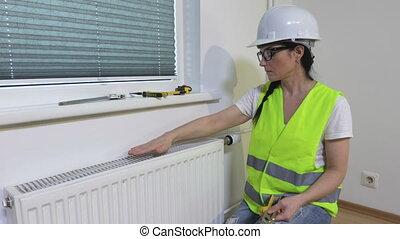 installation, radiateur, examiner, ouvrier, chauffage, femme...