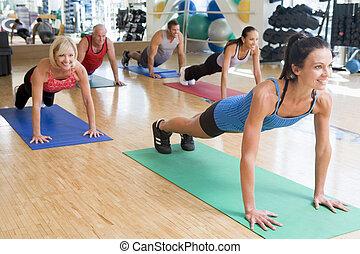 instructeur, boeiend, oefening stand, op, gym