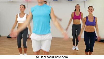 instructeur, heureux, mener, aérobic