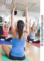 instruktor, wpływy, yoga klasa, na, sala gimnastyczna