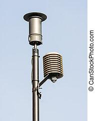 Instrument for measuring pollutant emission