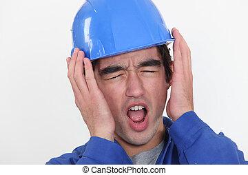 insuportável, trabalhador manual, jovem, ouvindo, noise.
