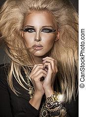 intéressant, femme, jeune, maquillage