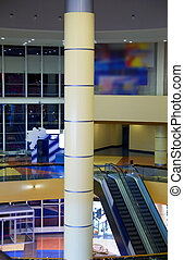 intérieur bâtiment, moderne, escalator, colonnes