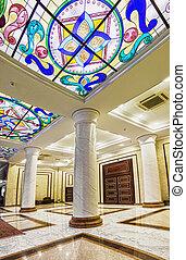 intérieur, de, les, columned, salle, à, a, lustre