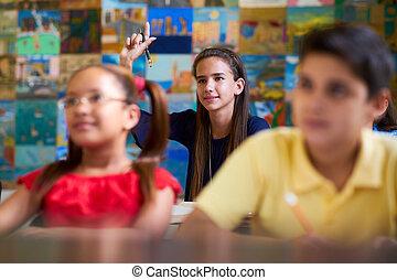 intelligent, girl, élevant main, et, demander, question, à, école