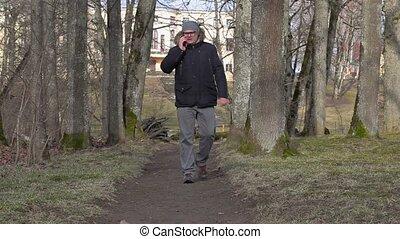 intelligent, sentier, téléphone, homme, utilisation