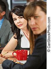 interesado, café, mujeres