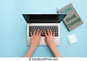 interest., arbeitsplatz, begriff, persönlich, überblick, gamestreams, spielergebnisse, mannschaft, changer., admins, daten, leben, wort-spiel, laptop, geschaeftswelt, gebraucht, individuum, text, sport, scorekeeper, schreibende, vorrichtung