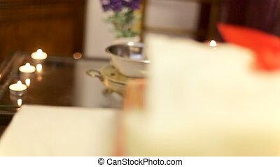 interieur, details, in, een, spa., handdoeken, en, kaarsjes, op, een, tafel