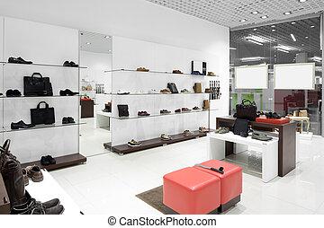 interieur van schoenenwinkel in moderne europeaan mall