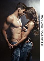 interior, pareja, joven, sonriente, amor, se abrazar,...