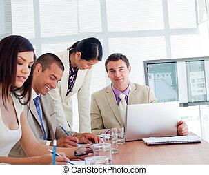 internacional, reunião, tendo, pessoas negócio