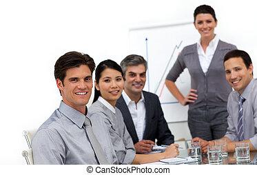 internacional, sonriente, presentación, empresarios
