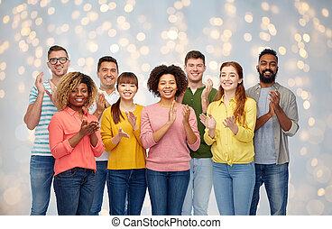 internationaal, groep, van, vrolijke , mensen, applauding