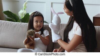 interpretacja, asian, córka, mamusia, szczęśliwy, zabawki, ...