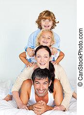 interpretacja, rodzice, dzieci, łóżko