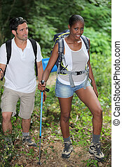 interracial カップル, 山, hiking.