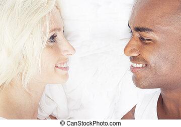 interracial カップル, 愛, 幸せ
